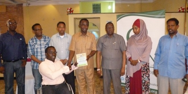 Public Works and Reconstruction Minister Eng. Salah giving National Award to Mohamed Ali Farah.